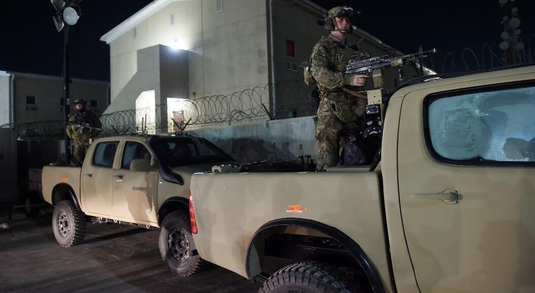 Soldados estadounidenses permanecen vigilantes durante una visita del presidente Donald Trump, a la base de Bagram, en Afganistán el 28 de noviembre de 2019.