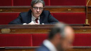 Jean-Luc Mélenchon pendant le discours d'Edouard Philippe à l'Assemblée nationale, le 28 avril 2020 à Paris