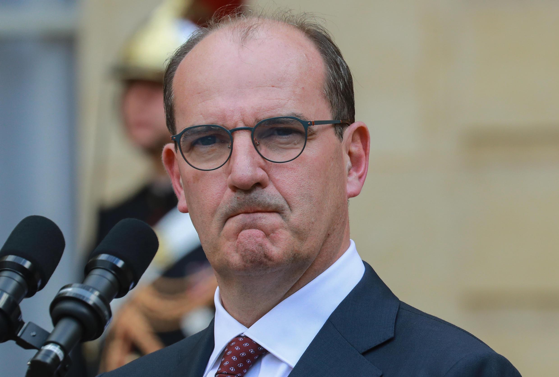 رئيس الحكومة الفرنسية الجديد جان كاستكس أثناء تسلم المهام من إدوار فيليب في 3 يوليو/تموز 2020.