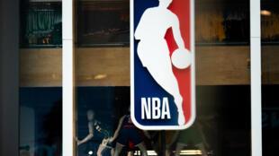 La NBA pidió a sus equipos que no sometan a tests de coronavirus a jugadores que no presenten síntomas, según reportó ESPN