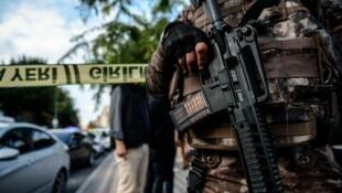 قوات الأمن التركية في مكان اعتداء إرهابي والسلطات تتهم حزب العمال الكردستاني 10/10/2016