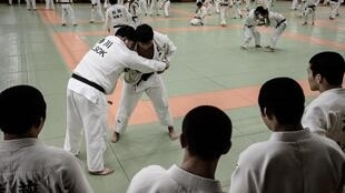 Combat entre judokas lors d'un entrainement le 12 février 2020 à  Tokyo, au centre international du judo (Kodokan)