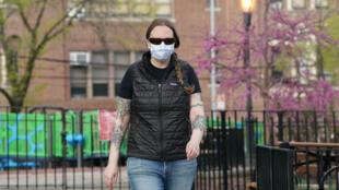 L'infirmière Martha Philipps, qui a travaillé en Afrique contre le virus Ebola, lutte contre le coronavirus, le 1er mai 2020 à New York