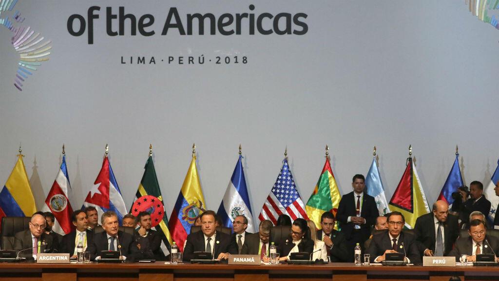 Algunos de los mandatarios participantes en la VIII Cumbre de las Américas, durante la sesión plenaria que se cumplió el 14 de abril de 2018 en Lima, Perú.