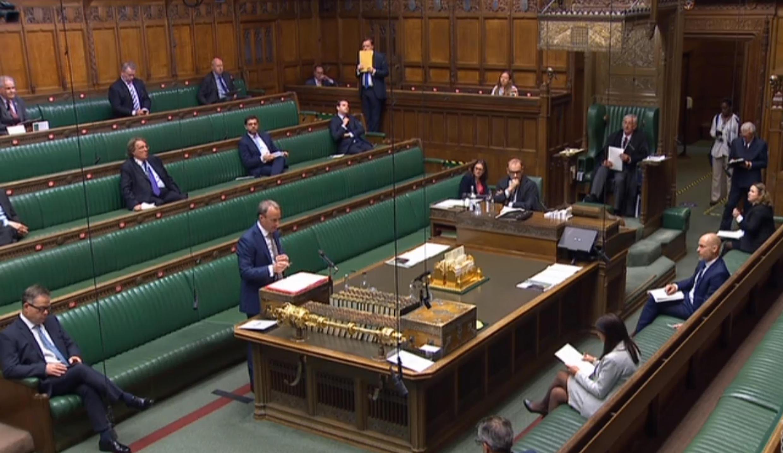 Le secrétaire d'Etat britannique en charge des Affaires étrangères Dominic Raab évoque la question hongkongaise au parlement, le 2 mai 2020.