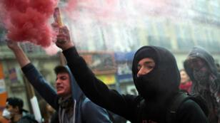 متظاهرون ضد قانون العمل الجديد في فرنسا