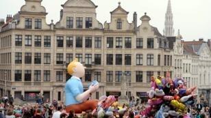 Un Tintín inflable atraviesa la Plaza Albertina durante el Desfile del Día del Globo en Bruselas el 6 de septiembre de 2014. Archivo.