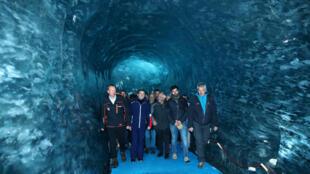 Emmanuel Macron s'est rendu sur le glacier de la Mer de Glace, dans le massif du mont Blanc, le 13 février 2020, pour tenter d'amorcer le virage écologique de son quinquennat.