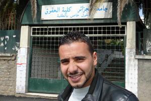 Abdelhafid,24 ans, est étudiant en droit à la Faculté de Ben Aknoun, sur les hauteurs d'Alger.