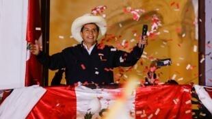 El candidato a la Presidencia de Perú, Pedro Castillo, se proclamó ganador de las elecciones en Lima, la capital del país, el 9 de junio de 2021.
