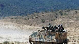 دورية عسكرية في منطقة جبل الشعانبي غرب تونس في 11 حزيران/يونيو 2013