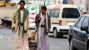 Des combattants houthis en faction dans la capitale Sanaa (archives).