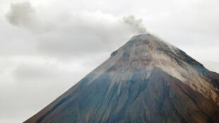 El volcán de Fuego visto desde San Miguel Los Lotes en Escuintla, Guatemala el 7 de junio de 2018.