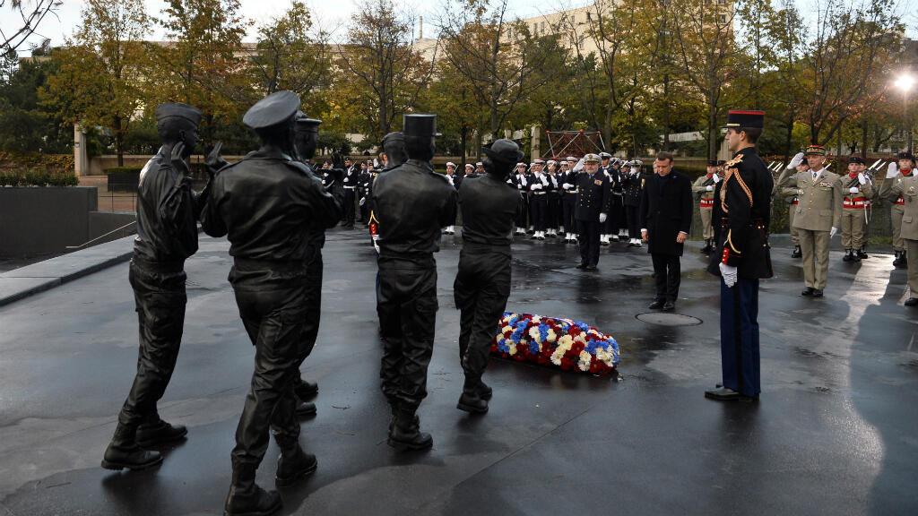 Macron rinde homenaje a los caídos en operaciones exteriores