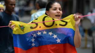 Une opposante manifeste contre le président Maduro à Caracas, le 23 juin 2017.