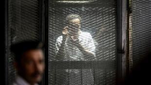 """المصور الصحافي المصري محمود أبو زيد المعروف باسم """"شوكان"""" خلال محاكمته في القاهرة في 20 آب/اغسطس 2018"""