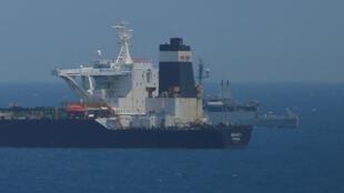 """ناقلة النفط الإيرانية """"غريس 1"""" أثناء احتجازها قبالة ساحل جبل طارق في 4 يوليو/تموز 2019."""