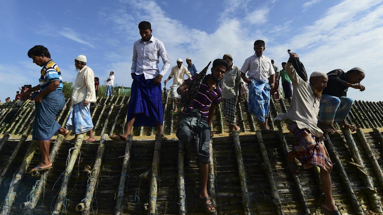 Des réfugiés Rohingya, le 25 août 2019, dans un camp de réfugiés au Bangladesh.