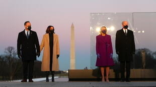 Biden Harris Lincoln memorial