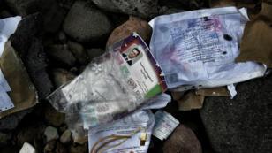 Certificat scolaire syrien, appartenant à des migrants, échoué sur une plage de l'île grecque de Lesbos.