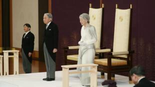 El emperador de Japón Akihito y la emperatriz Michiko durante un ritual llamado Taiirei-Seiden-no-gi, una ceremonia para la abdicación del emperador, en el Palacio Imperial en Tokio, Japón, el 30 de abril de 2019.