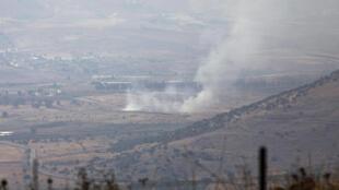 صورة مأخوذة من الجانب الإسرائيلي للخط الأزرق الفاصل بين لبنان وإسرائيل إذ تظهر أعمدة الدخان المتصاعدة فوق مزارع شبعا بعد تبادل لإطلاق النار على الحدود في 27 تموز/يوليو 2020