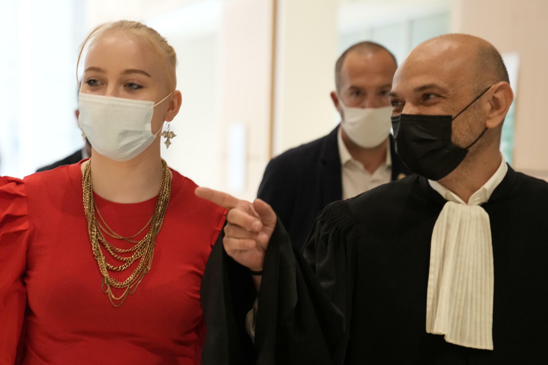Mila y su abogado Richard Malka