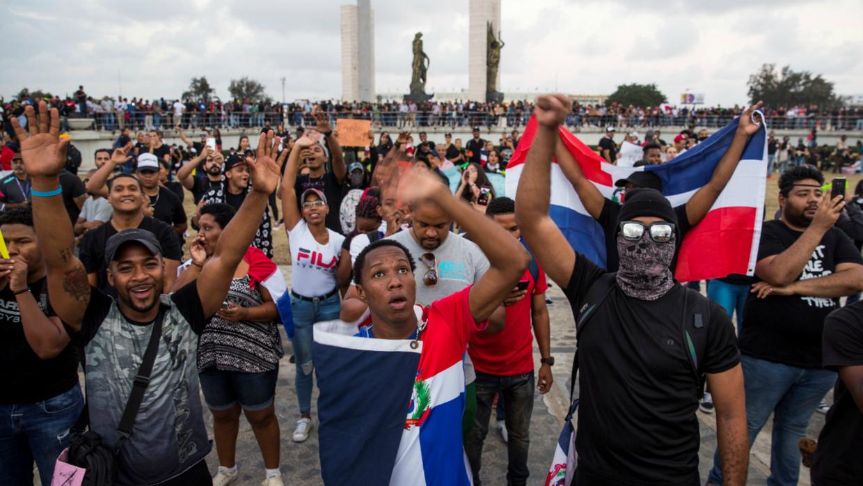 Resultado de imagen para cacerolazos en protestas por elecciones en República Dominicana