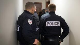 الشرطة الفرنسية خلال عملية مداهمة