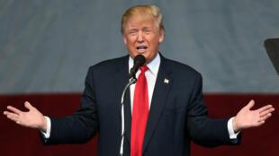 Le républicain Donald Trump devient le 45e président des États-Unis.