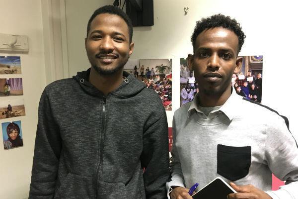 Babakar, 25 ans, et Yahye, 27 ans, ont beaucoup progressé en français depuis qu'ils suivent les cours de Thot.