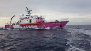 barco banksy migrantes mediterraneo