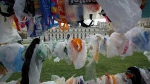 Chileans use 3.4 billion plastic bags per year, some 200 per person
