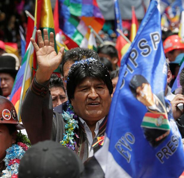 El presidente de Bolivia, Evo Morales, encabeza una marcha de la COB (Sindicato de Trabajadores de Bolivia) durante un mitin para su reelección en 2019, en La Paz, Bolivia, 10 de octubre de 2018.