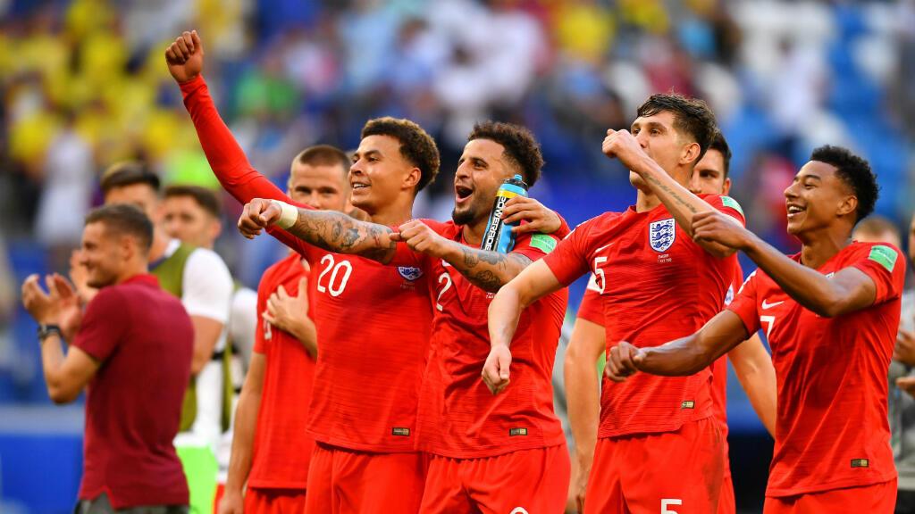 Jugadores ingleses celebran su clasificación a semifinales