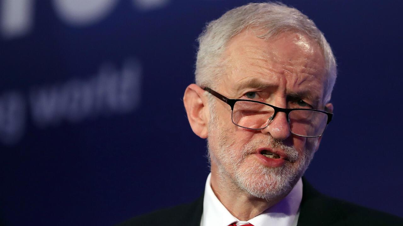 El principal líder del Partido Laborista de la oposición británica, Jeremy Corbyn, habla durante la Conferencia Nacional de Manufactura en Londres, el 19 de febrero de 2019.