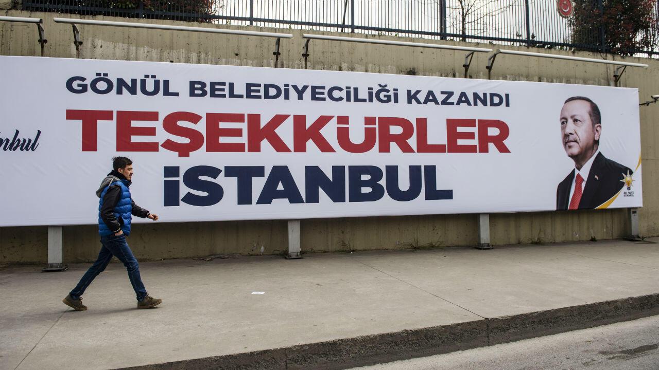 Une affiche électorale en faveur de Recep Tayyip Erdogan à Istanbul, le 1eravril2019.