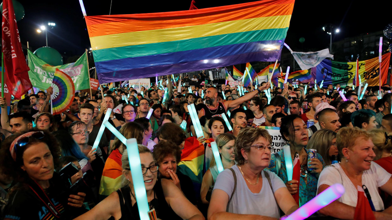 Protestas de los miembros de la comunidad LGBT en contra de un proyecto de ley discriminatorio. Plaza Rabin en Tel Aviv, Israel.