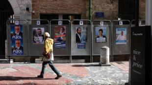 Des affiches de campagne dans le centre de Perpignan.