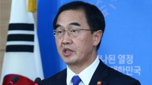 El ministro de Unificación surcoreano Cho Myoung-gyon ofrece una rueda de prensa en Seúl.