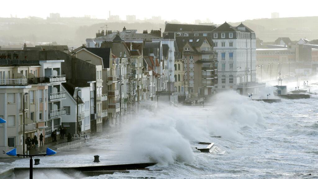 العاصفة إليانور تجتاح مناطق في فرنسا