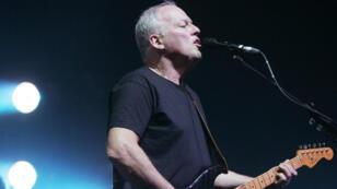 Legendary Pink Floyd guitarist David Gilmour performs in Paris in 2006