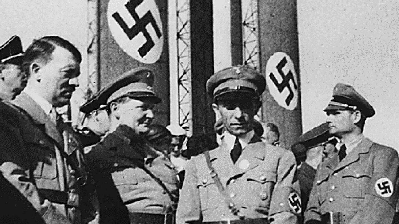 Foto sin fecha de Adolf Hitler, Hermann Goering, Joseph Goebbels y Rudolf Hess.