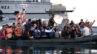 """مهاجرون بجزيرة """"كوس"""" اليونانية"""