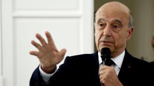 Le maire de Bordeaux, Alain Juppé, s'est dit contre une loi anti-birkini en France.