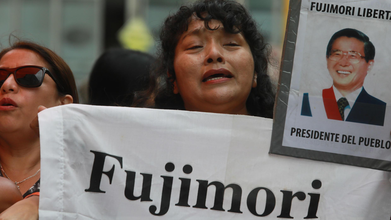 Simpatizantes de Keiko Fujimori concentrados en el barrio San Borja, de Lima, este martes 28 de enero de 2020.
