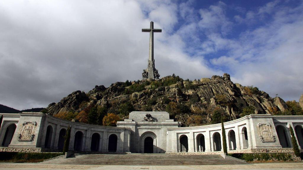 """Le mausolée où sont enterrés les restes du dictateur espagnol Francisco Franco et de dizaines de milliers de combattants de la guerre civile, dans la """"Valle de los Caidos"""", près de Madrid."""