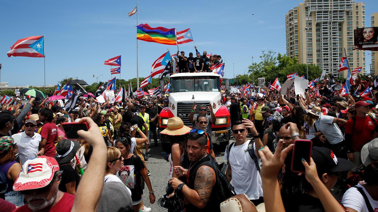 Varios artistas se unen a los manifestantes durante una protesta pidiendo la dimisión del gobernador Ricardo Rosselló en San Juan, Puerto Rico 22 de julio de 2019.