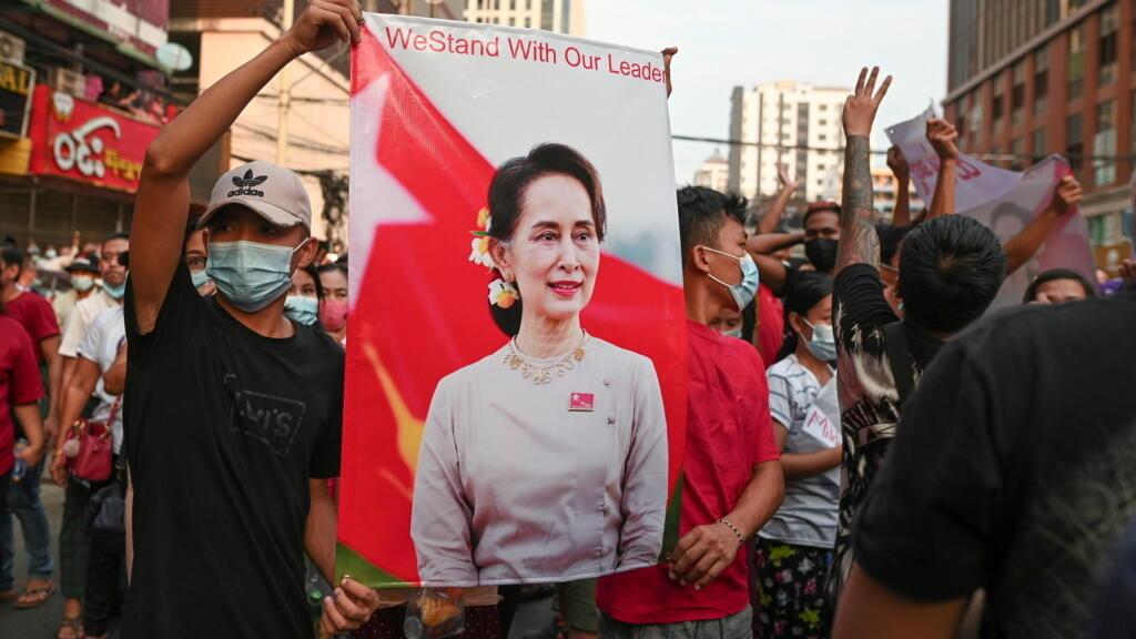 Premier procès pour Aung San Suu Kyidans la capitale birmane