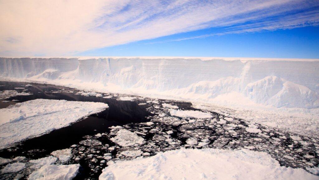 El rápido  erretimiento de la masa de hielo antártico comenzó en 2014.